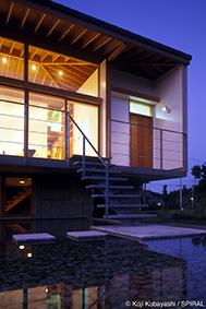 2004年 水盤のある家