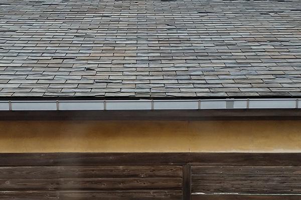 01(20141025_153000)加工・レンズ補正水平-3・トリミング縮小400×600・コントラスト-25・屋根のみ露光量ガンマ0.67